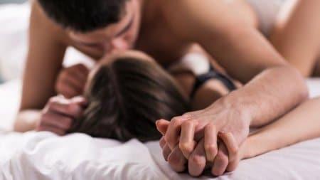smukt par i seng