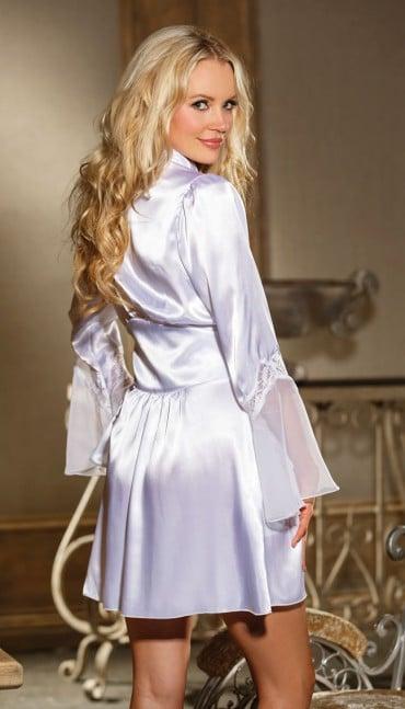 frækt nattøj i silke med åben front i hvid silke
