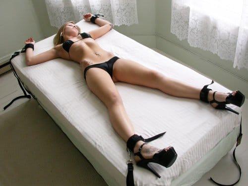 bundet til sengen