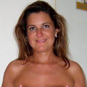 Fræk slank kvinde søger mand til frække fantasier