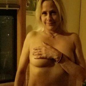 Kvinde vil have dig til at fortælle dine sexfantasier og udleve dem med hende