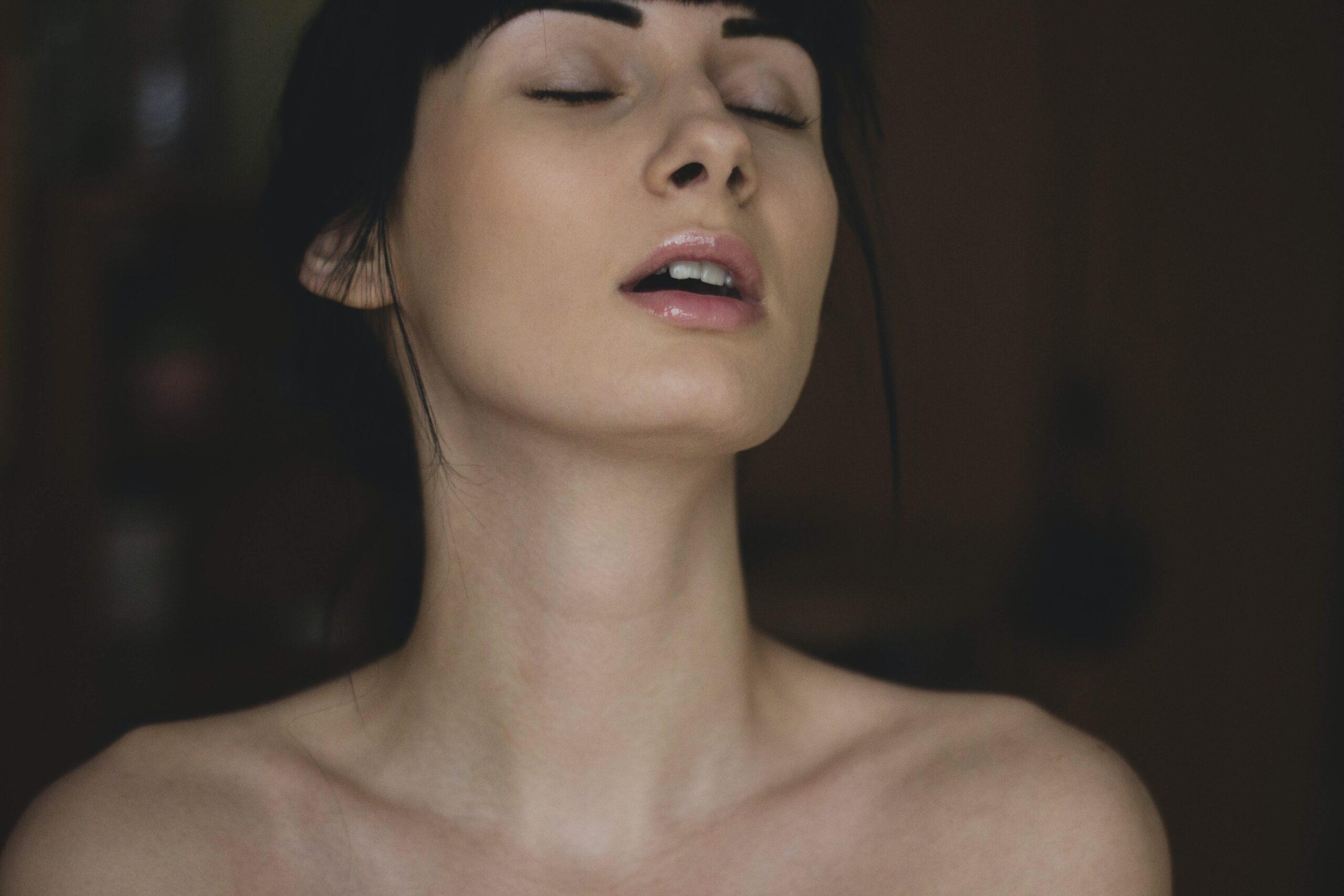kvinde med tickler