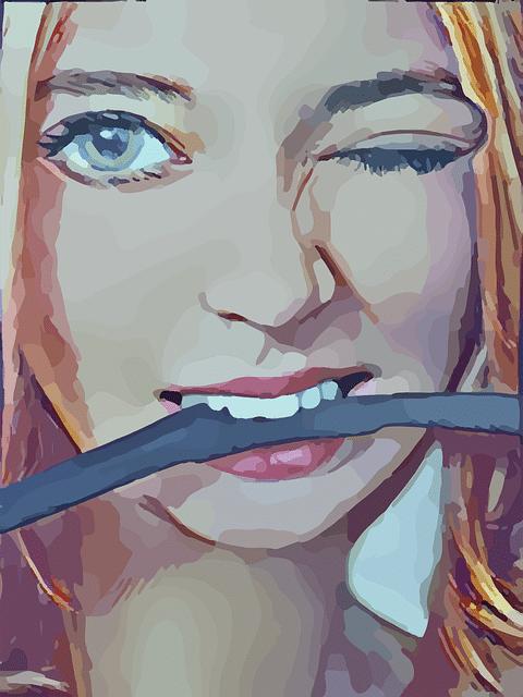 fræk kvinde med pisk i munden klar til bdsm leg